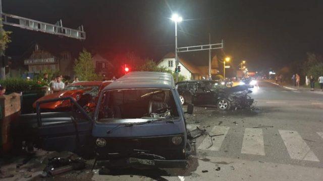 U teškoj saobraćajnoj nesreći u Živinicama povrijeđeno osam osoba