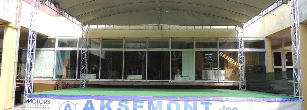 """""""Aksemont"""" rekonstruisao ljetnu pozornicu ispred Doma kulture u Srebreniku"""