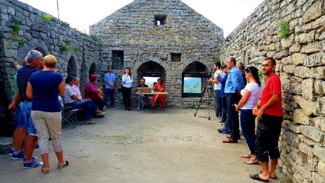 """U srednjovjekovnoj tvrđavi u Srebreniku predstavljena knjiga """"Goti u Bosni"""""""