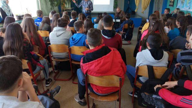 """PU Srebrenik - U osnovnim školama """"Špionica"""" i """"Tinja"""" održana predavanja o maloljetničkom prestupništvu"""