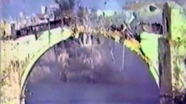 Na današnji dan 1993. godine  srušen Stari most u Mostaru